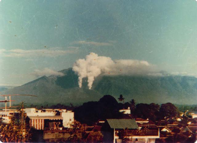gunung galunggung meletus, letusan gunung galunggung 1982, detik detik meletusnya gunung galunggung tasikmalaya