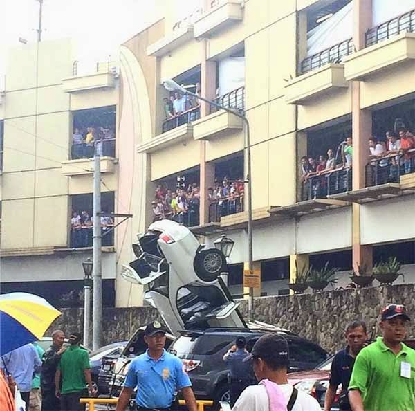 Car falls from 3rd floor of Greenhills mall parking facility