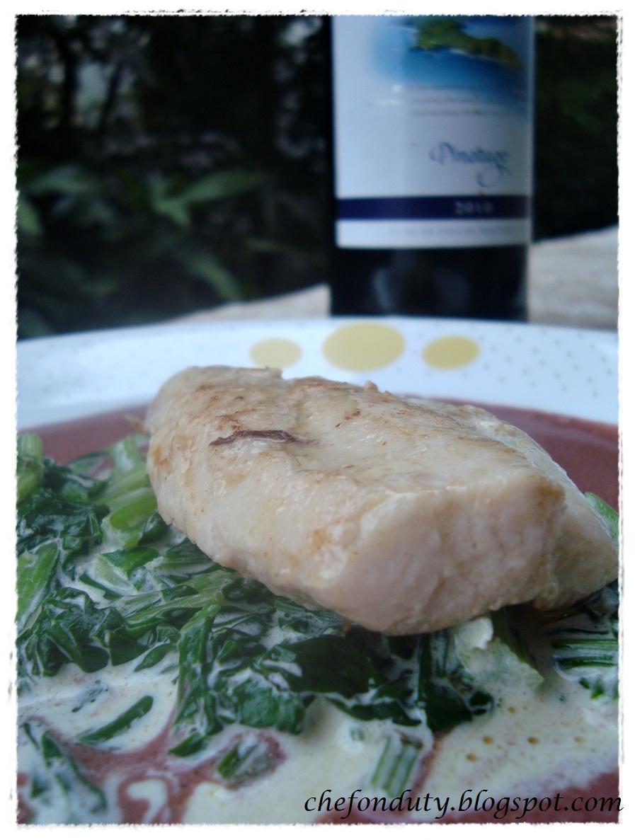 Chef on duty the amateur cook fish with creamy spinach for Red wine with fish