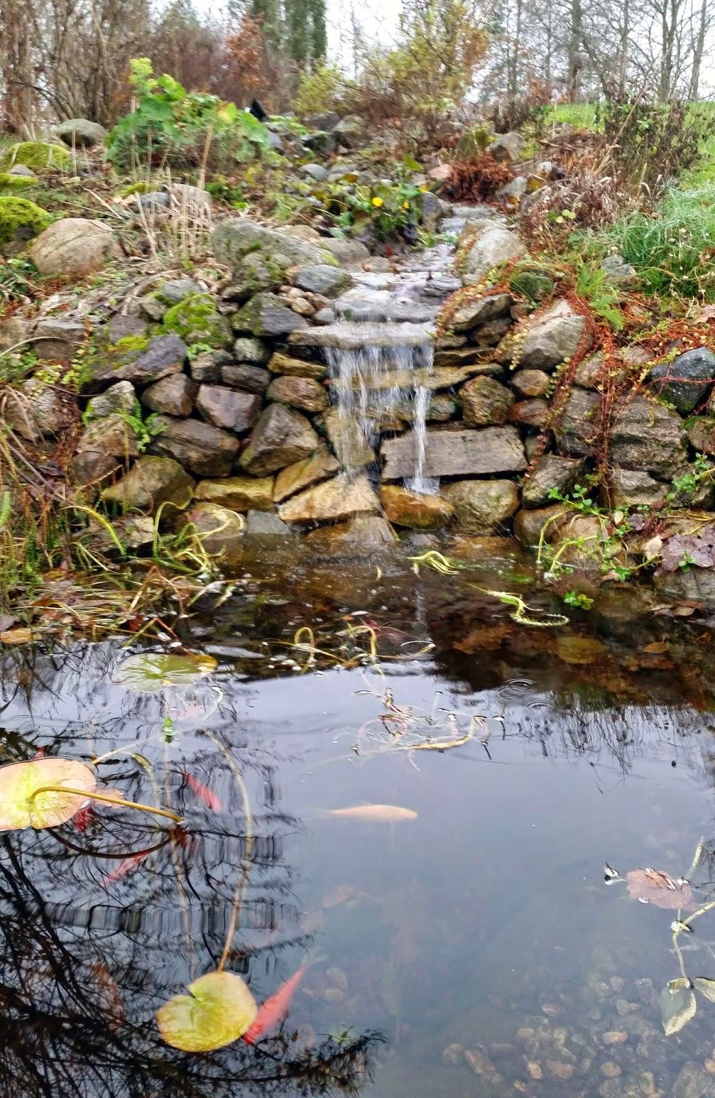 vattenfall i trädgård