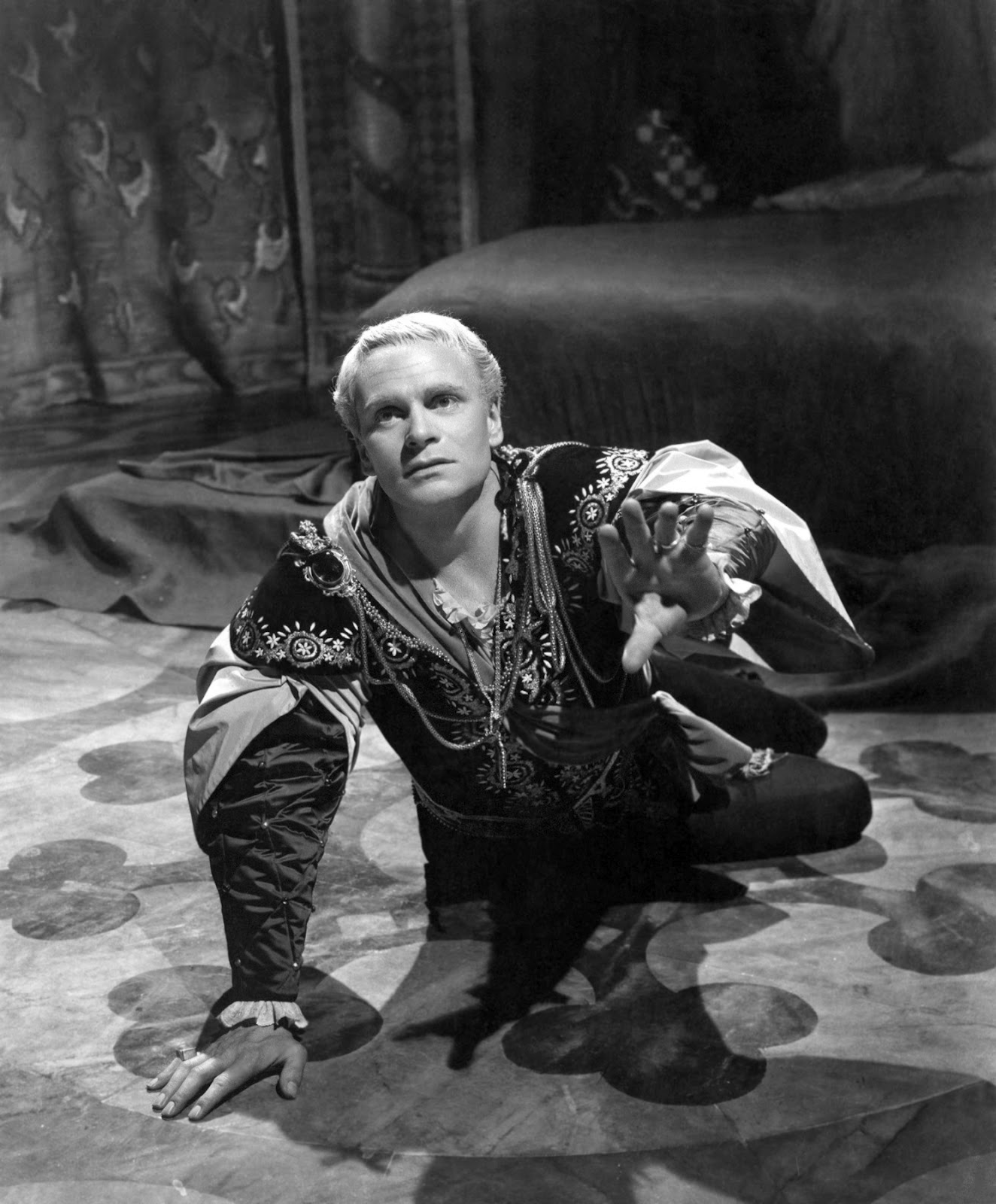 hamlet what is the appeal to Nick's hamlet appeal mavericktheatre loading unsubscribe from mavericktheatre cancel unsubscribe working subscribe subscribed unsubscribe 8.