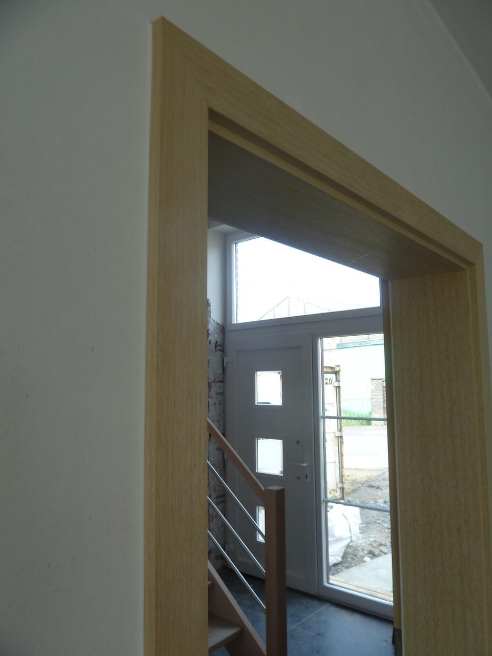 La construction de notre maison la porte d 39 entr e for Chambranle de la porte