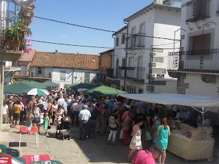Feria de productos artesanales de la zona en la que podrás encontrar desde alimentación hasta muebles.