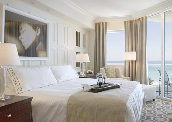 Hotel style bedrooms 4 very different rooms t a n y e for Grand bedroom designs