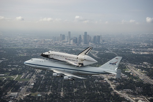 space-shuttle-endeavour-over-houston