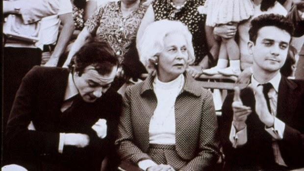 La madre y los hermanos de Leopoldo María Panero. Fotograma de El desencanto (1974)