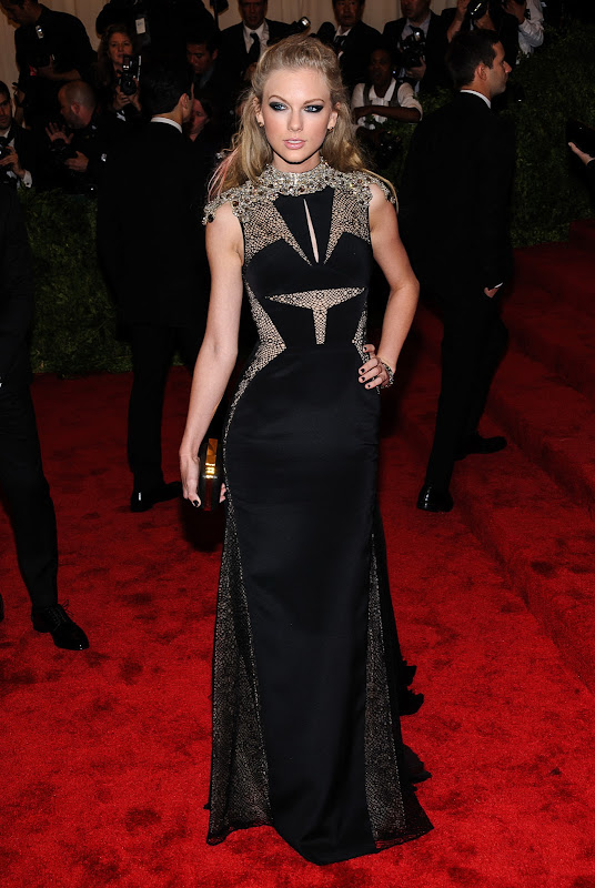 Taylor Swift attends the 2013 Costume Institute Gala   in New York City.