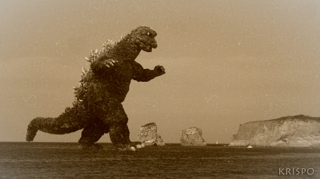 Godzilla en hendaia sobre el mar cerca de las gemelas