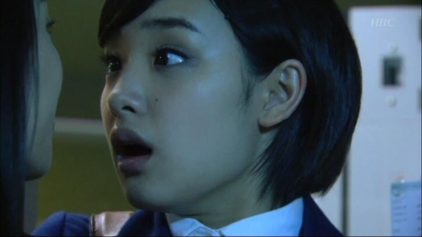 TBSドラマ「クロコーチ」で剛力彩芽が芦名星と濃密でエロっちくなキスシーンを演じた。
