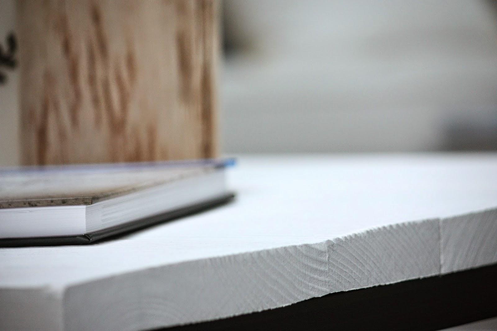 Un nouveau regard tuto peinture une table basse unique for Peinture table basse
