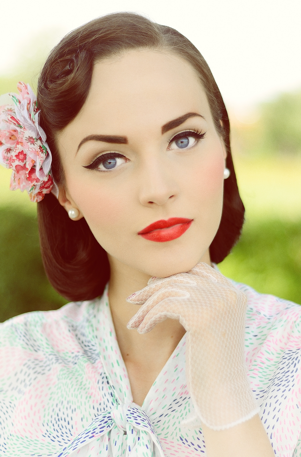 Vintage Wedding Day Makeup : Idda van Munster: 1950s Pageboy hairstyle. Summer wind ...