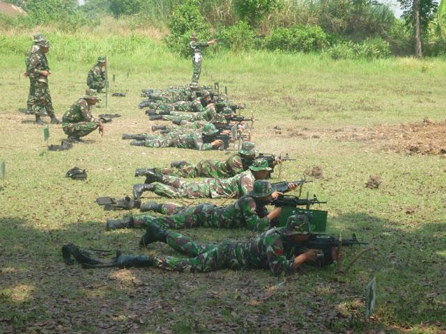 Batalyon Kavaleri 8 Latihan Menembak dengan SS2 - V5 Pindad