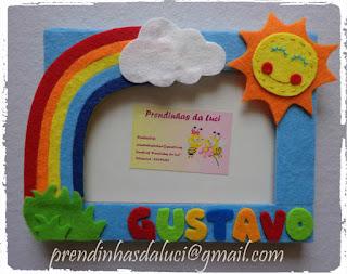 moldura de criança com muitas cores e o sol
