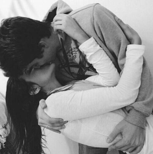 смотреть фото девушка с парнем целуется