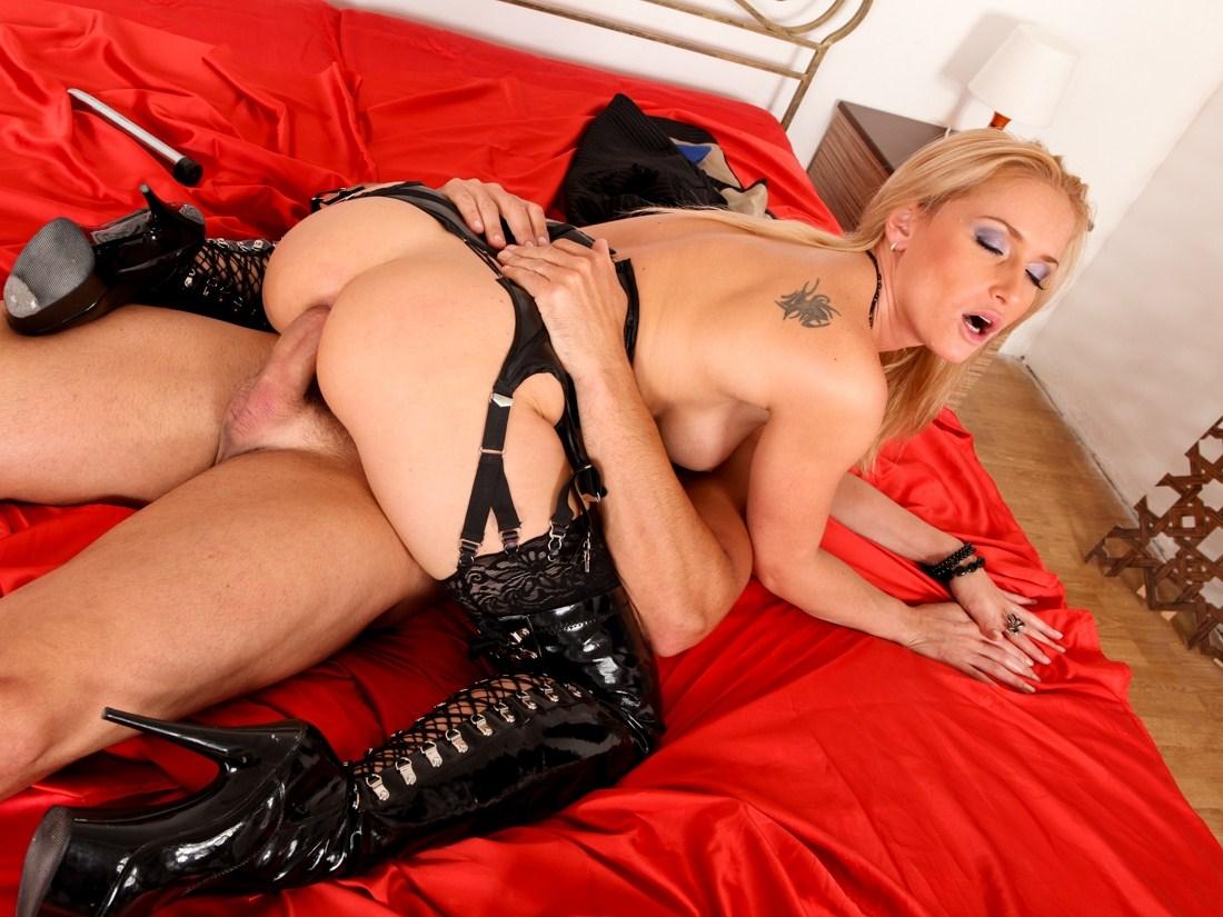 Секс латекс чулки порно, Порно с девушками в чулках из латекса 2 фотография
