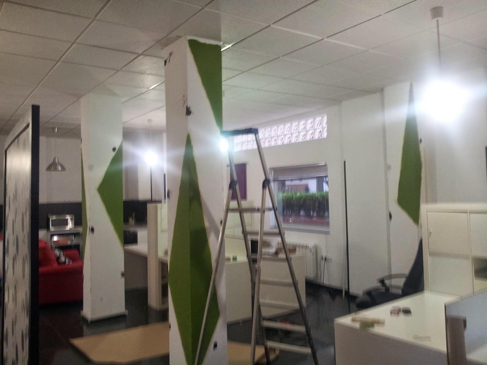 Tu pared es arte decoraci n en columnas en oficina - Como decorar columnas ...
