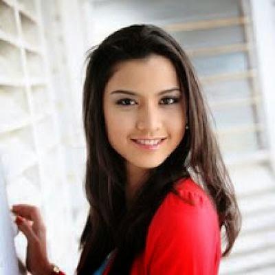 Lisa Surihani ( Malaysia)