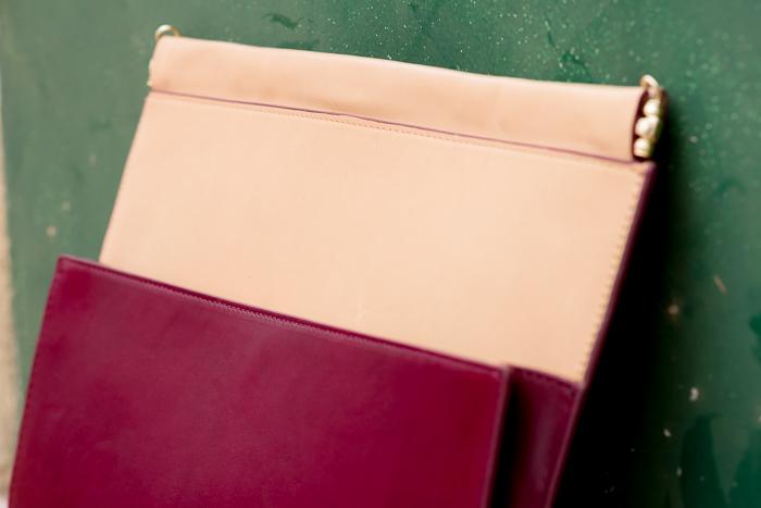 Clutch bicolor en color maquillaje y granate tipo sobre de Rebajas en Zara Woman