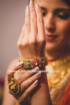 fascinating gold kada