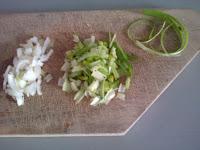 Découpe de l'oignon frais