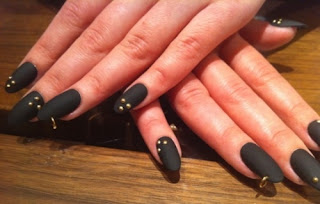 stiletto nokti 004 zaobljeni,spicasti nokti