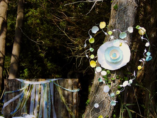 tableau  con nastri e fiori di carta