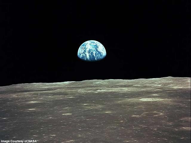 Terra no horizonte lunar.