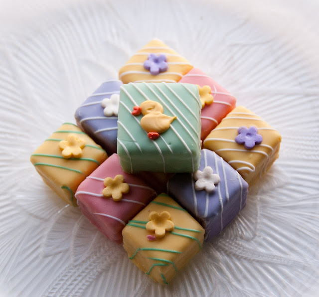 Happy Easter Petits Fours wallpaper