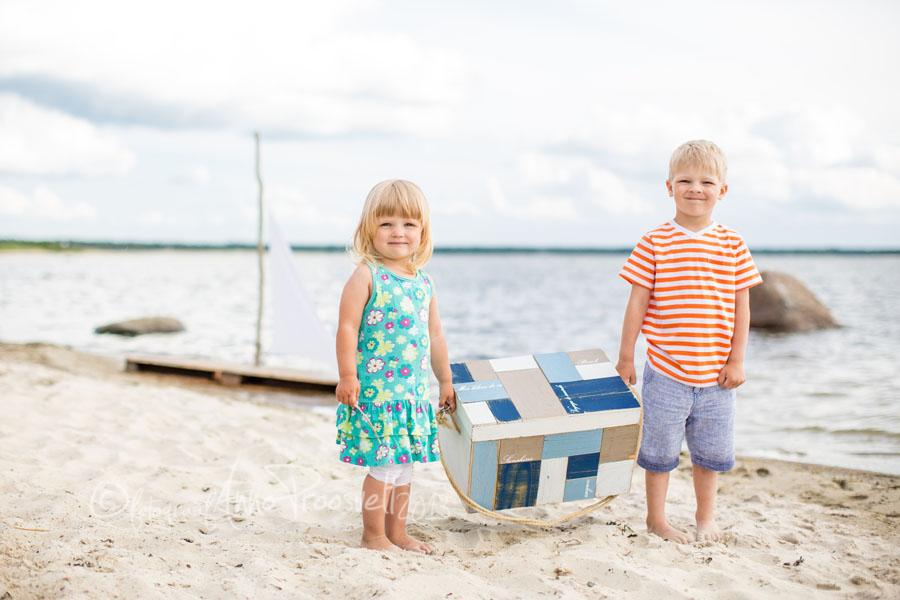 tydruk-poiss-kastiga-fotopesa-laulasmaa-rannas