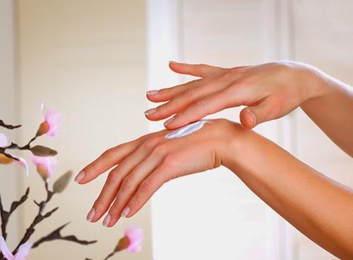 Mẹo hay để có đôi tay mềm mại