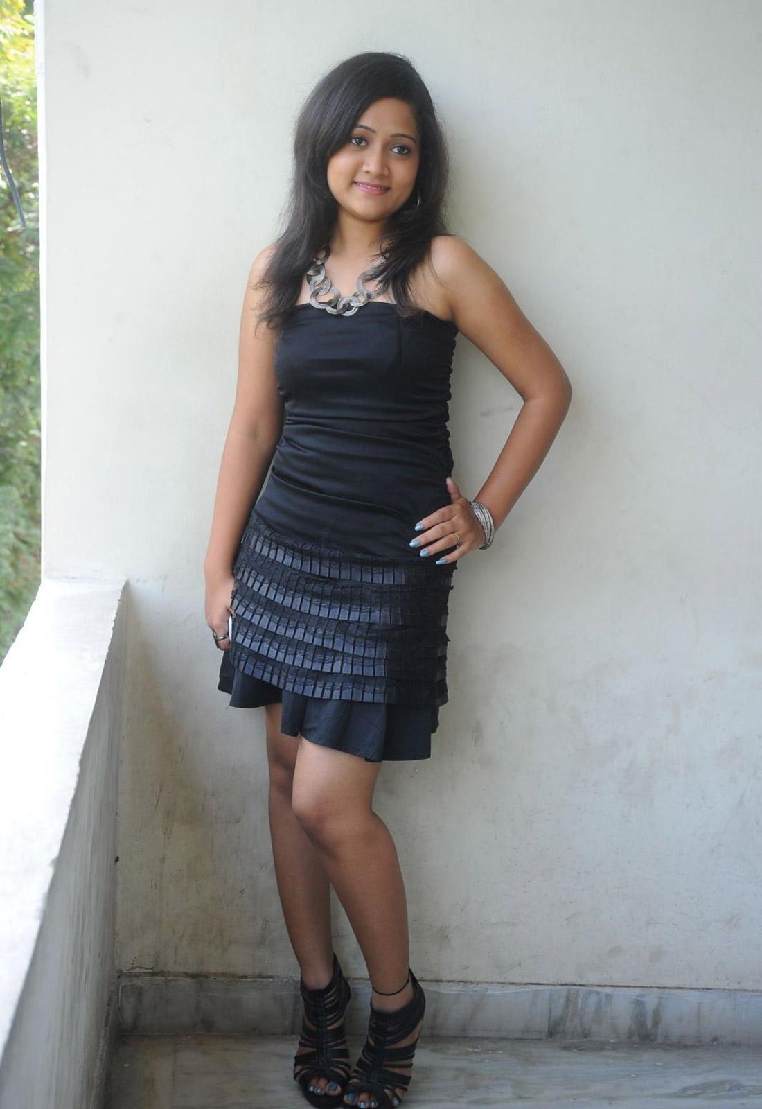 http://3.bp.blogspot.com/-pNKUsU3oMnw/UFKPIaI2CjI/AAAAAAAAzKE/yGIT5p0kiP8/s1600/Sindhu-Sri-Stills-at-Cool-Boys-Hot-Girls-Platinum-Disc-Function-%252831%2529.jpg
