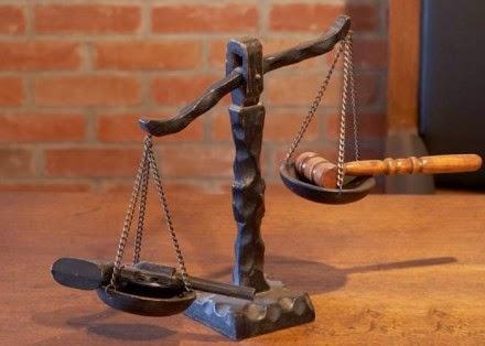 """Οι δικαστές δεν καταδικάζουν τη βία απ"""" όπου κι αν προέρχεται"""