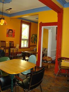 L'Escalier, café-bar dans le Quartier des Spectacles à Montréal