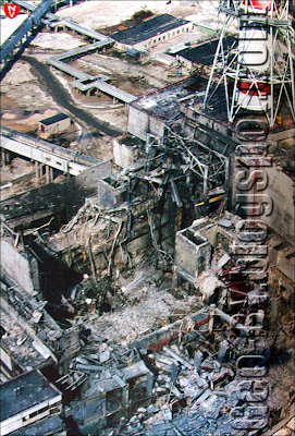 Чернобыльская электростанция сразу после взрыва