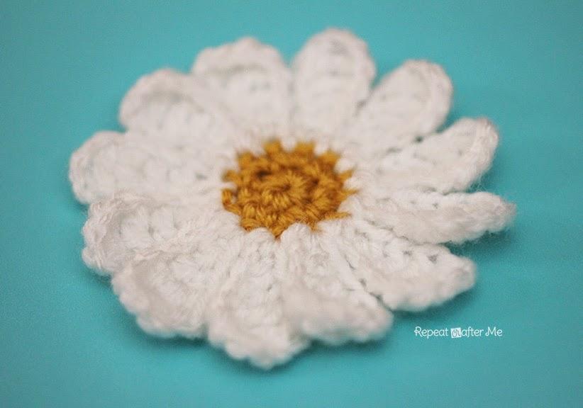 Crochet Small Daisy Flower Pattern : Daisy Flower Crochet Pattern - Repeat Crafter Me