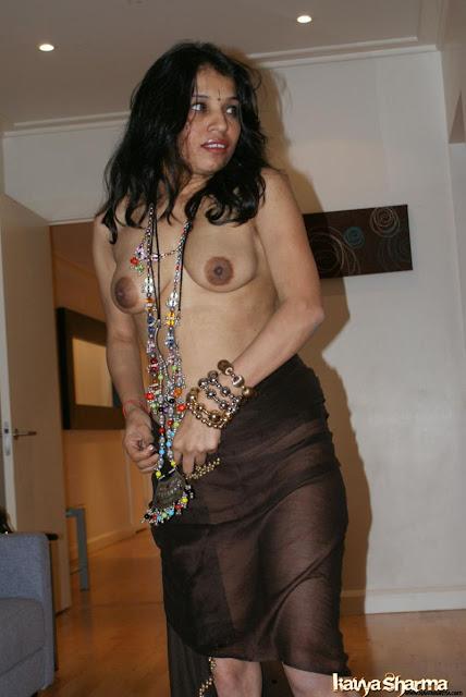 Desi Boobs & Nipple Collection indianudesi.com