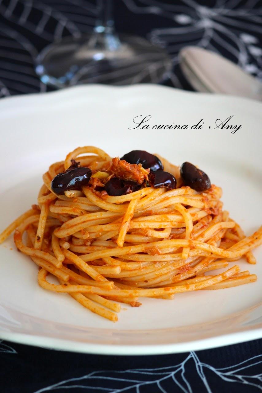 spaghetti al tonno  e olive - spaghetti cu ton si masline