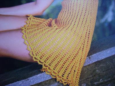 gelb gestricktes kleid