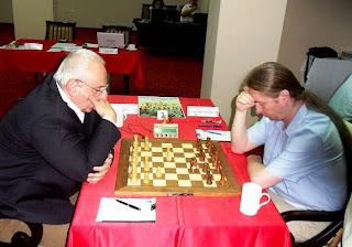 Échecs à Burgas - ronde 3 : Suat Atalik (2603 - Turquie) 0-1 Liviu-Dieter Nisipeanu (2648 - Roumanie) © site officiel