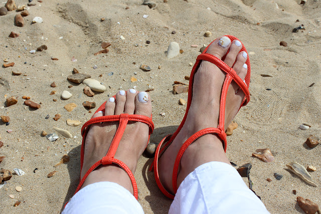 orange-sandals-tanned-feet-white-pedicure-bournemouth-beach-todaymywayblog