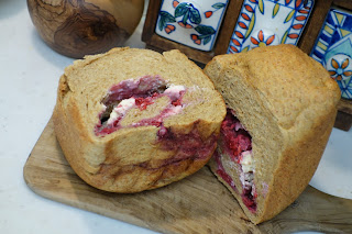 全粒粉 ブラン グルテン ラカント クリームチーズ ラズベリー ブルーベリー パン焼き器は、ホームベーカリー パナソニックSD-BH105を使っています