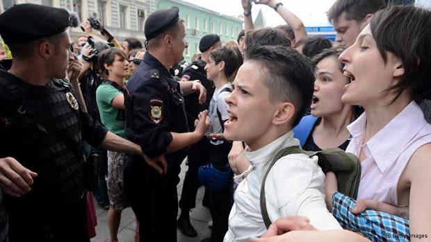 Governo conservador russo vem apertando cerco contra lésbicas, gays, bissexuais, travestis e transexuais