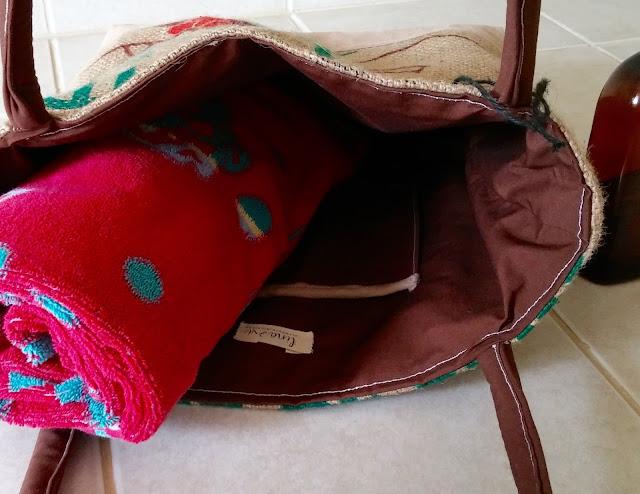 La Florida burlap bag - Lina and Vi - linaandvi.blogspot.com - interior