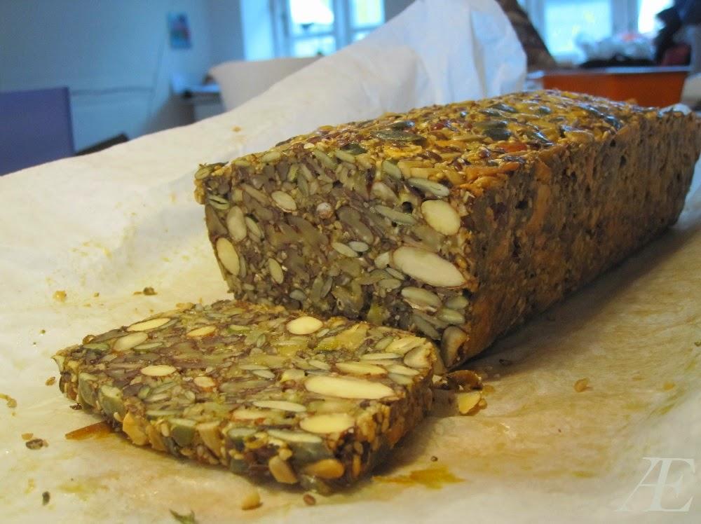 nøddebrød, paleobrød, stenalderbrød, nødder, paleo, brød, stenalder, opskrift