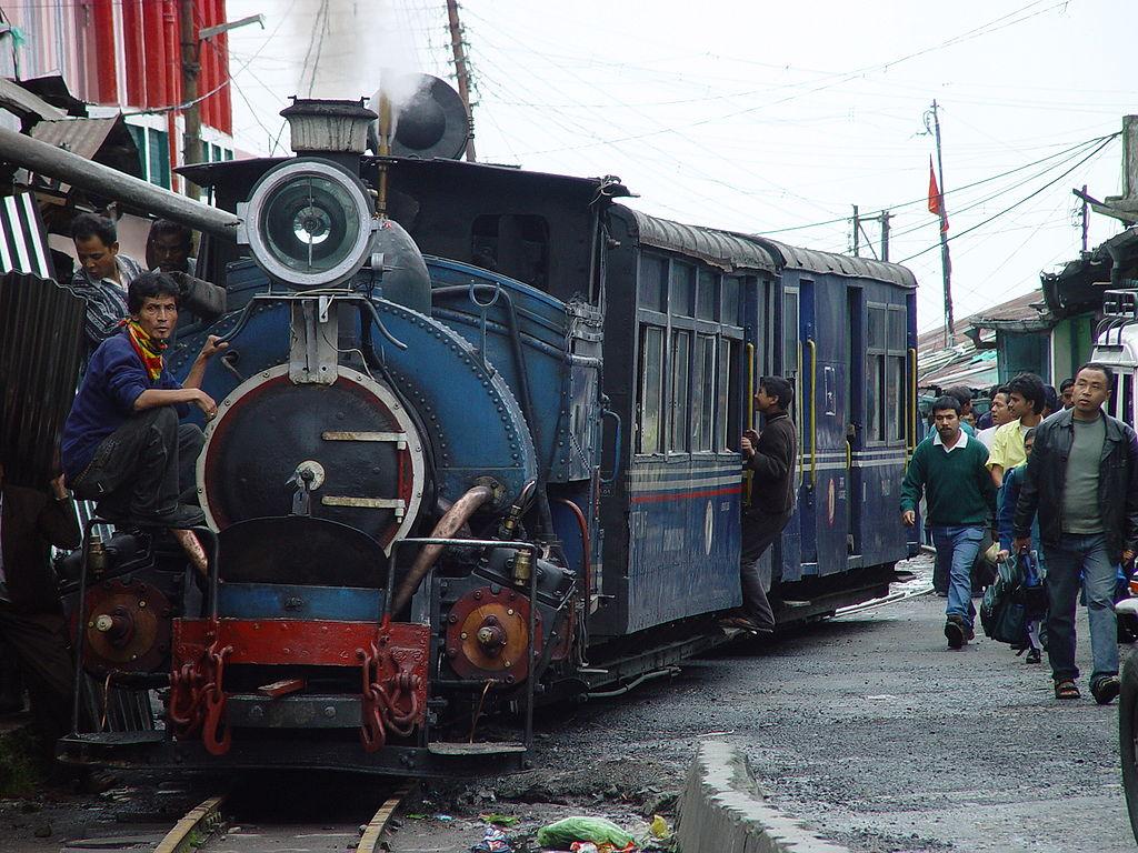 http://3.bp.blogspot.com/-pPCklqJ1wZg/T6IfljK3ELI/AAAAAAAADpc/ovXlECUEfAM/s1600/1024px-Darjeeling_Himalayan_Railway.jpg