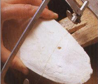 Use the thickest part of the bone for casting. Cut away the top and bottom ends so that it is almost square.