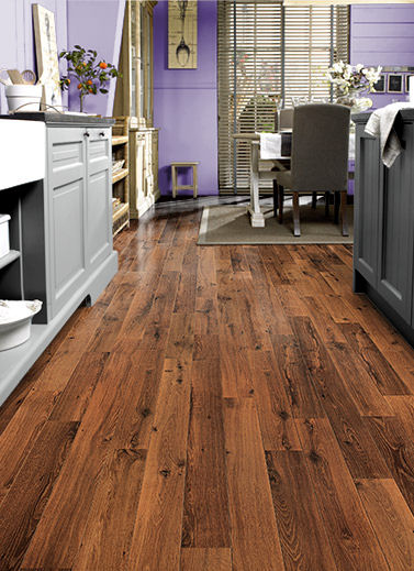 Vintage oak flooring from quick step the dark varnished for Quickstep kitchen flooring