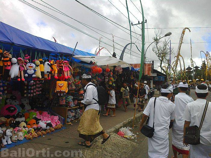 There are many merchants along the road to the complex Pura Batur, Mount Batur, Bali.