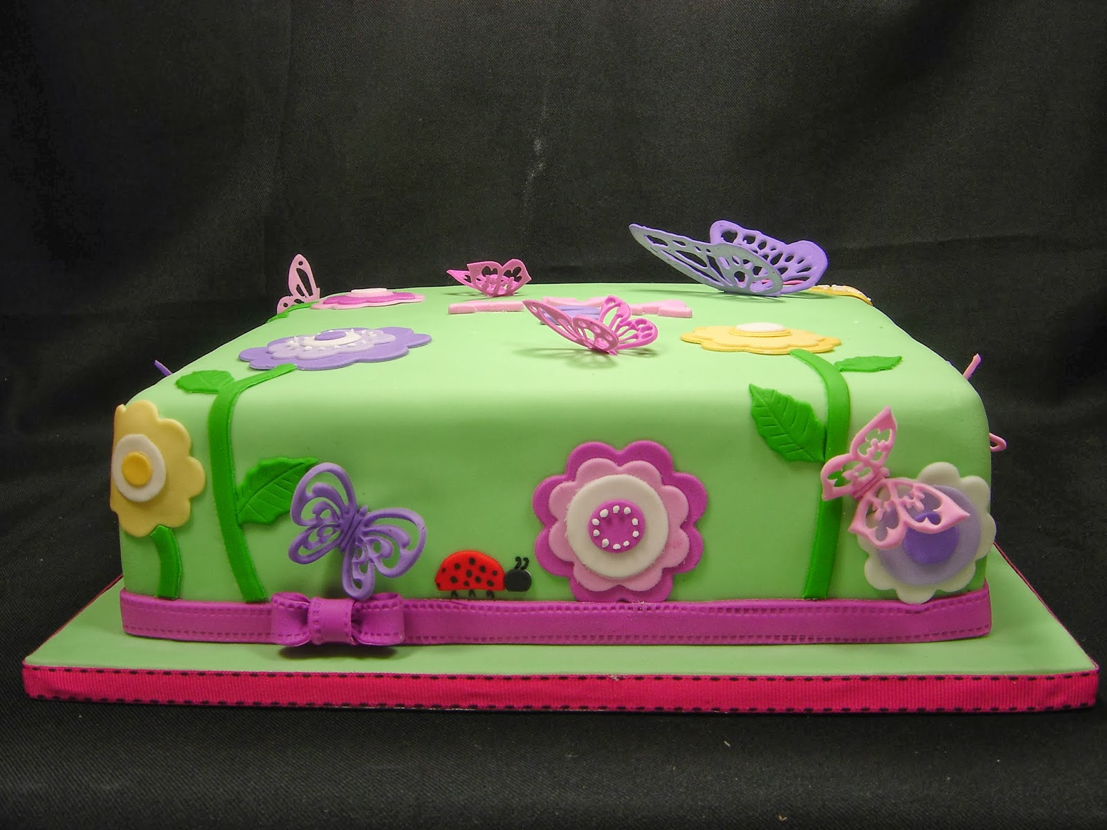 Cake Decorated With Flowers And Butterflies : Cake till u drop: Flower and Butterfly cake
