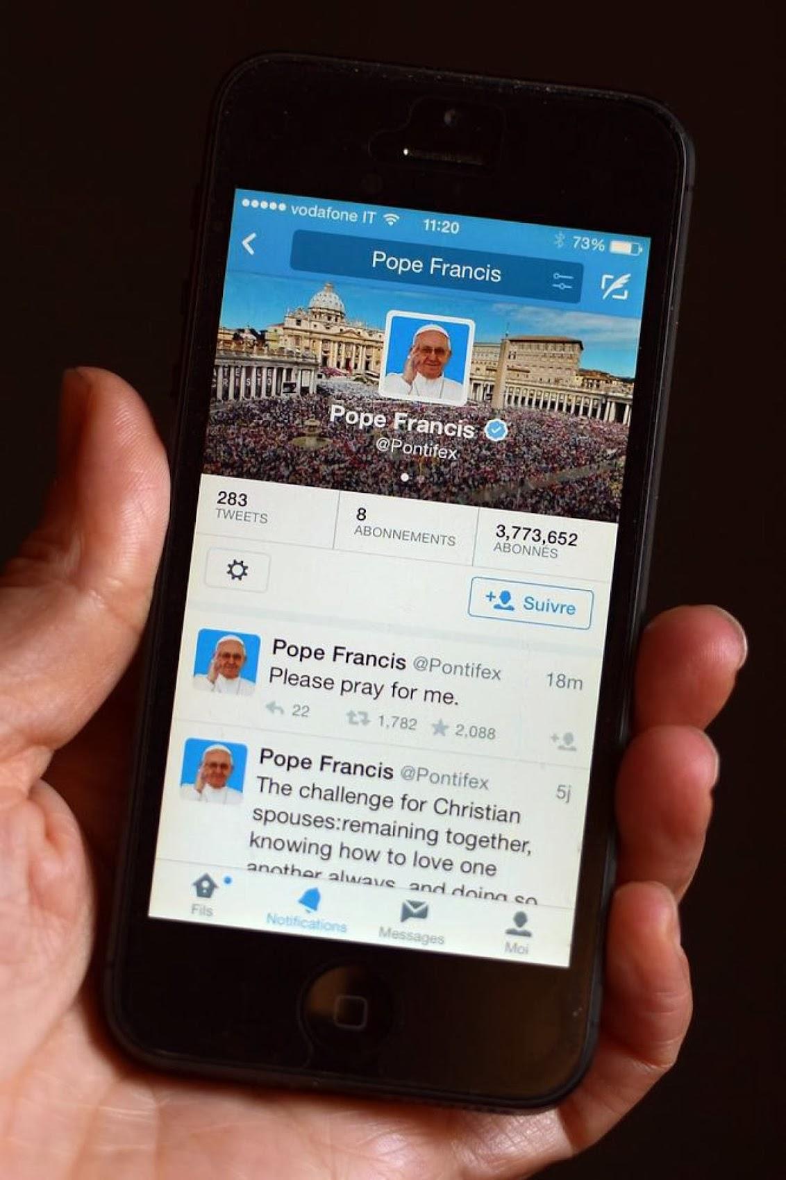 http://3.bp.blogspot.com/-pPydOSxrZeU/UyG9mkwvlyI/AAAAAAAAT90/75BSabB4rNw/s1700/Pope+Twitter+Mar-13-2014.jpg